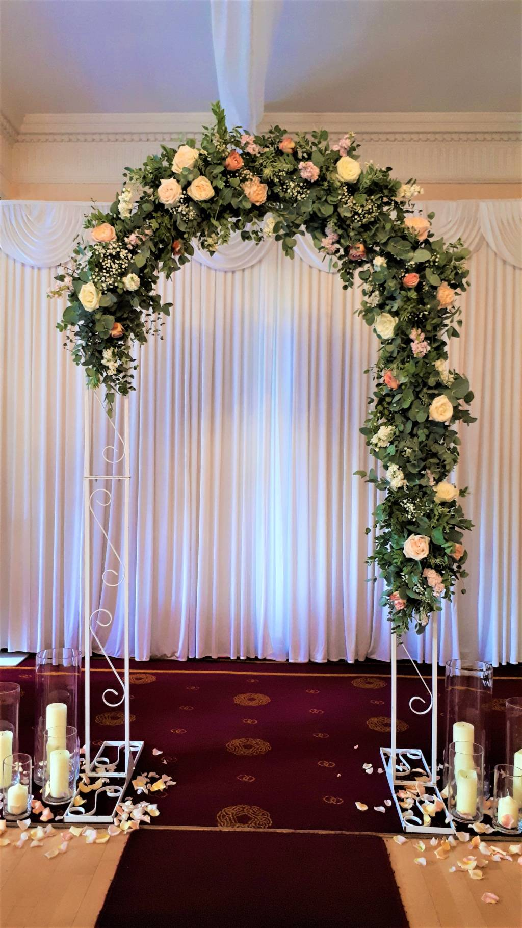 Image of a wedding flower arch
