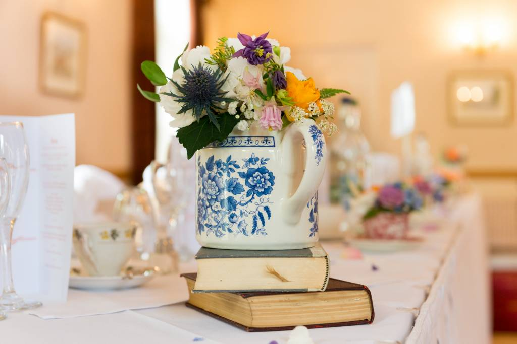 Image of a vintage theme wedding table centrepiece